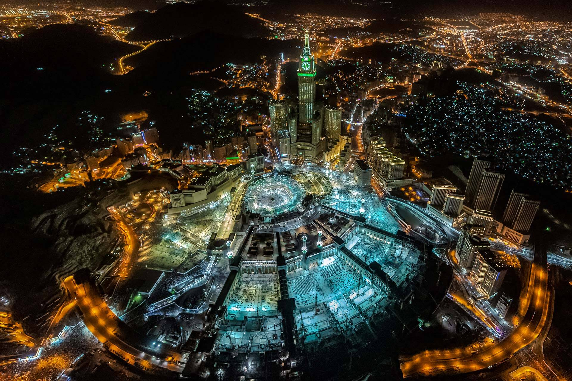 Saudi Arabia Now Open to Tourist Visas